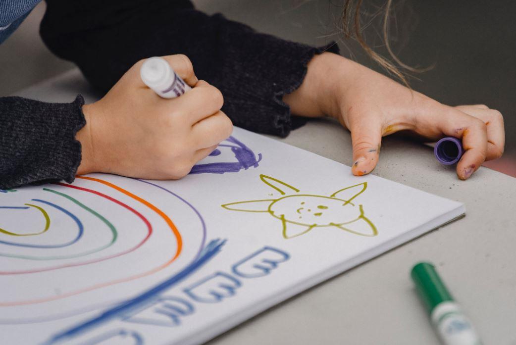 Ein Kind das malt